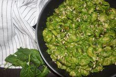 Ζυμαρικά χωρίς γλουτένη, με πέστο από σπανάκι, & μανιτάρια σωτέ ! – Gfhappy Sprouts, Vegetables, Happy, Food, Essen, Vegetable Recipes, Ser Feliz, Meals, Yemek