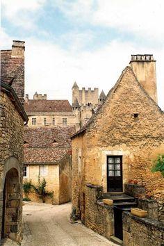 Beynac-et-Cazenac, Sarlat-la-Canéda, Dordogne… Dordogne, Loire, Aquitaine, Limousin, Places Around The World, Around The Worlds, 4k Photography, Beautiful World, Beautiful Places