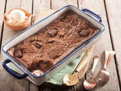 Try this easy recipe – the pudding is totally moist inside. If you have leftover pieces of chocolate, use them to decorate the pudding just after baking.