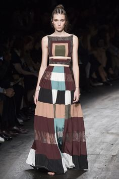 See all the Collection photos from Valentino Spring/Summer 2016 Ready-To-Wear now on British Vogue Fashion Week, Trendy Fashion, Spring Fashion, High Fashion, Fashion Show, Womens Fashion, Fashion Design, Fashion Trends, Fashion Fashion