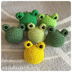 Key pendant Frogs crochet