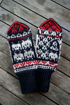 Space Invaders Mittens pattern by Arne and Carlos
