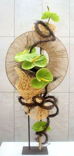 Ikebana Flower Arrangement, Ikebana Arrangements, Flower Arrangements Simple, Deco Floral, Arte Floral, Floral Design, Leaf Flowers, Paper Flowers, Flower Show