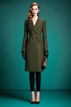 Gucci Pre-Fall 2013 This is the most beautiful green trench coat I have ever seen. Look at the waist. Fashion Week, Fashion Show, Fashion Design, Women's Fashion, Review Fashion, Fashion Editorials, Runway Fashion, Gucci Coat, Green Trench Coat