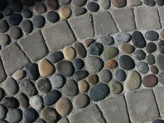 river rock and pavers wet-laid in concrete – easy to maintain and durable - All For Garden Garden Paths, Garden Art, Garden Design, Pebble Mosaic, Stone Mosaic, Rock Mosaic, Easy Mosaic, Paver Designs, Garden Floor