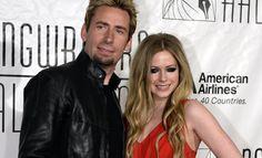 """Pouco mais de um ano depois do tão falado casamento gótico, a vida em casal de Avril Lavigne e Chad Kroeger estaria por um fio. Ao menos é o que afirma uma fonte do site E!Online, que teria conversado com pessoas próximas à canadense. Segundo o informante, o relacionamento não anda nada bem, mas os amigos querem que Avril dê mais uma chance ao amor. """"As coisas ainda não estão boas, mas os amigos dela estão encorajando-a a tentar fazer dar certo. Eles não gostam de Chad, mas ela já passou por…"""