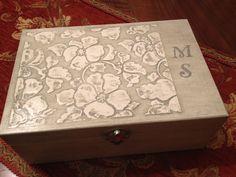 Caja joyero, estuco y stencil. Creada por Pilar Urgel.