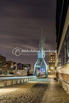 Hamburg Bild in die Speicherstadt mit der Elbphilharmonie