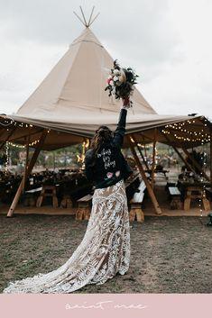 Custom, hand painted wedding jacket for the boho bride by Ge… – Alternative Weddings Dresses Cold Wedding, Edgy Wedding, Dream Wedding, Wedding Ideas, Budget Wedding, Alternative Wedding Dresses, Alternative Bride, Rocker Wedding, Painted Leather Jacket
