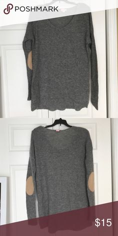 Comfy GAP Sweater GAP sweater poly wool blend. Longer in back with tan elbow patches. Size small/ tall GAP Sweaters V-Necks