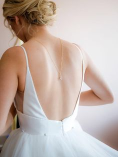 Dainty back necklace, back drop necklace, backdrop necklace bridal backdrop necklace, This dainty gold back necklace is the perfect choice for your low back or backless wedding dress. Luxury Wedding Dress, Wedding Dress Trends, Wedding Bridesmaid Dresses, Backless Wedding, Dream Wedding, Bridal Backdrop Necklace, Bridal Necklace, Unusual Dresses, Mother Of Bride Gifts