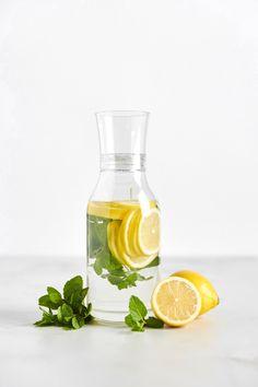 Water Benefits For Skin, Lemon Water Health Benefits, Lemon Benefits, Lemon Mint Water, Lemon Infused Water, Lemon Cleanse, Recipe Using Lemons, Drinking Lemon Water, Infused Water Recipes