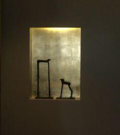 """Gold leaf niche and animals, Roma: """"in gioco di specchi, nero e oro"""" . https://archedy.com/2015/06/20/gioco-di-specchi-in-nero-e-oro/"""