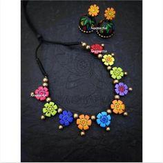 Terracotta Jewellery Online, Terracotta Jewellery Designs, Terracota Jewellery, Funky Jewelry, Wooden Jewelry, Jewelry Crafts, Gold Jewelry, Handmade Jewelry Designs, Handmade Accessories
