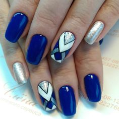 Semi-permanent varnish, false nails, patches: which manicure to choose? - My Nails Hair And Nails, My Nails, Blue Nail Designs, Latest Nail Art, Geometric Nail, Homecoming Nails, Blue Nails, Blue And Silver Nails, Nail Decorations