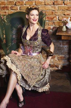 Lola Paltinger Couture-Dirndl Dirndl Lilly mit Handstickereiborte, Tüllstickschürze und Spitzenbluse Graz 2900.-Eur