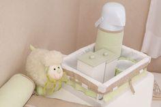 Um quartinho de bebê super fofo com decoração de carneirinhos! A cartela de cores em verde clarinho, branco e bege fica linda para meninos e meninas! Mais
