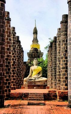 Grand Hall of Wat Maha That in the old Sukhothai Kingdom, Thailand (by Justin Gaurav Murgai). Bangkok Thailand, Thailand Travel, Asia Travel, Laos, Places Around The World, Travel Around The World, Around The Worlds, Wonderful Places, Beautiful Places
