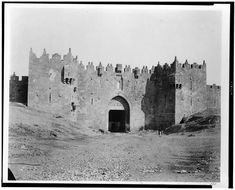Picture a Day - The Holy Land Revealed: The Gates of Jerusalem Then and Now, Part II The Damascus Gate Places Around The World, Around The Worlds, Damascus Gate, Old City Jerusalem, Israel Travel, Israel Trip, Israel History, City Of God, Dome Of The Rock