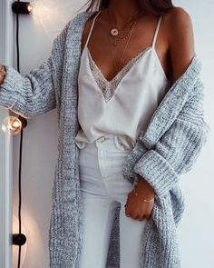 Cute women's fall, winter, spring fashion chic casual street style outfit in… - Christmas Deesserts Fashion 90s, Moda Fashion, Autumn Fashion, Fashion Outfits, Fashion Trends, Spring Fashion, Street Fashion, Womens Fashion, Fashion Stores