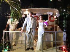 Catalina y Sergio eligieron una llegada de impacto a la recepción de su matrimonio, Conexión Cartagena también lo hace posible para la celebración de su boda. Wrestling, Make Envelopes, Cartagena, Transportation, Wedding, Fotografia, Lucha Libre