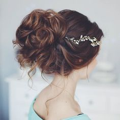 Messy wedding hair updos | itakeyou.co.uk #weddinghair #weddingupdo #weddinghairstyle #weddinghairstyles #bridalupdo