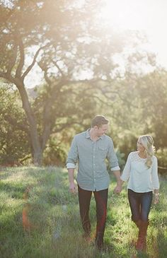 Romantic Rustic Engagement Photos - Inspired By This - Engagement photos ideas -. - Romantic Rustic Engagement Photos – Inspired By This – Engagement photos ideas – - Rustic Engagement Photos, Engagement Shots, Engagement Photo Outfits, Engagement Photo Inspiration, Engagement Couple, Engagement Photography, Wedding Photography, Country Engagement, Photography Poses