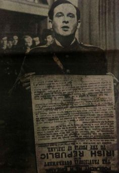 Patrick Pearse reading the 1916 Proclamation. 100 years ago was the Easter Uprising. The most significant event in Irish history besides the famine. Ireland 1916, Dublin Ireland, Old Irish, Irish Celtic, Irish Independence, Erin Go Braugh, Irish Republican Army, Irish Famine, Events This Week