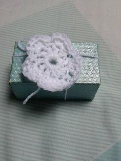 Gift Decoration, Present Decoration, Flower Decoration, White Flower, Flower on a String, White Gift Wrap, Flower Gift Wrap, Present Wrap