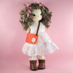 Amigurumi crochet doll muñeca de chica guapa por BubblesAndBongo