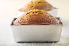 Pumpkin-Spice Bread, low fat, low calorie great alternative to traditional pumpkin bread and delicious. My kids love this recipe! Pumpkin Cream Cheese Bread, Vegan Pumpkin Bread, Pumpkin Loaf, Spiced Pumpkin, Vegan Bread, Loaf Recipes, Muffin Recipes, Cooking Recipes, Cooking Time