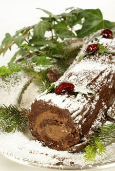 Receta de Tronco de Navidad Fall Recipes, Sweet Recipes, Holiday Recipes, Great Desserts, Delicious Desserts, Yummy Food, Puerto Rico Food, Dessert Bread, Christmas Desserts
