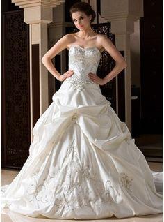 Corte de baile Escote corazón Tren de la catedral Satén Vestido de novia con Bordado Volantes Bordado