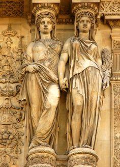 Cariatides. Pavillon Bibliotheque . Le Louvre