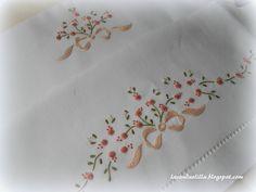 Lavanda e Lillà -- I just love hand embroidered pillowcases!