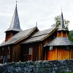 Have you ever visited one of those beautiful wooden churches in Norway? #nothingisordinary #keepitwild #liveauthentic #finditliveit #dametraveler #travelgram #instatravel #instago #tourism #wanderlust #travelblogger #instagood #instablogger #photooftheday #instadaily #ilovetravel #norway