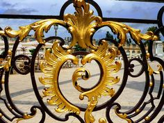 Le détail des grilles en fer forgé de la Place Stanislas à Nancy. Bravo à Jean Lamour pour ce magnifique travail !   #Nancy #Lorraine #PlaceStanislas Alsace, Nancy Lorraine, Sculpture Metal, Ardennes, Iron Work, Forged Steel, Acanthus, Grills, Arts