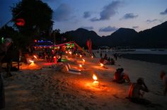Sairee Beach Nightlife in Koh Tao Travel Deals, Travel Guides, Khao Sam Roi Yot National Park, Night Photography, Travel Photography, San Francisco At Night, Beach At Night, Visit Thailand, Sweden Travel