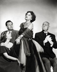 """George Cukor convenció a la Crawford para que aceptara el papel de Norma Desmond en """"El Crepúsculo de los Dioses"""" de Billy Wilder, lo que le valió la candidatura al Oscar y el regreso al cine desde su retirada en 1934"""