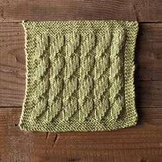 It's hard to believe that 52 Weeks of Dishcloths is nearly over - only 4 more weeks of 2015! This week's free dishcloth pattern is the lovely Seaweed.