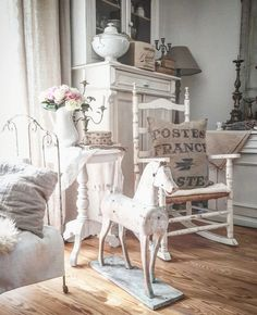 Respectable validated Shabby Chic home decor check these guys out Shabby Chic Bedrooms, Shabby Chic Cottage, Shabby Chic Homes, Shabby Chic Style, Shabby Chic Furniture, Shabby Chic Decor, Decoration, Living Room Designs, Bedroom Decor