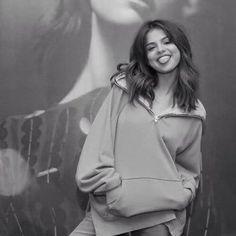 Smiley Selena Gomez 💞 shared by Fäŷ Kíìttý Êvãñ'z Selena Gomez Photoshoot, Style Selena Gomez, Selena Gomez Fotos, Selena Gomez Cute, Selena Gomez Outfits, Selena Gomez Fashion, Selena Gomez Pictures, Selena Selena, Pretty People