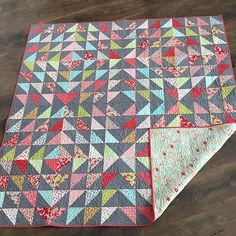 I just couldn't wait to share this sneak peek that @vojen sent me!!! Between the amazing quilting by @sterlingquiltco and the prettiest hand binding by @vojen I feel so spoiled!!! (And if you're looking for a quilter or a binder I highly recommend them both!!!) Thank you for making my simple lil tops look so pretty!!! Fabric is Little Ruby (with Miss Kate Binding and VP backing) by Bonnie and Camille and Cloud 9 Organic for the background and the pattern is Radiant by @amrosenthal…