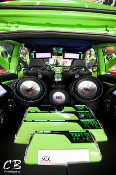 The green interior and the sound system of MTX Audio make this car party-proof!