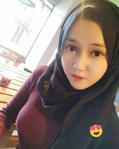 Pin Image by Sejuta Hijaber Beautiful Hijab Girl, Beautiful Muslim Women, Hijab Prom Dress, Muslim Dress, Casual Hijab Outfit, Hijab Chic, Hijabi Girl, Girl Hijab, Muslim Beauty