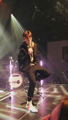 Ruel Van Dijk at a concert Pretty Boy Swag, Pretty Boys, Perfect Boy, Bae, Love At First Sight, Celebs, Celebrities, Hot Boys, Van Life
