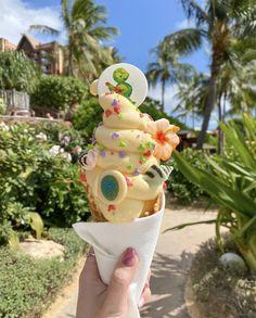Comida Disney World, Disney World Food, Disney Desserts, Disney Snacks, Pineapple Ice Cream, Starbucks, Florida Food, Disneyland Food, Popsugar Food