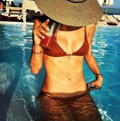 Alessandra Ambrosio en maillot de bain à Rio de Janeiro http://www.vogue.fr/mode/mannequins/diaporama/maillots-de-bains-mannequins-tops-inspiration-ete-tendance-2016/31226#alessandra-ambrosio-en-maillot-de-bain-a-rio-de-janeiro