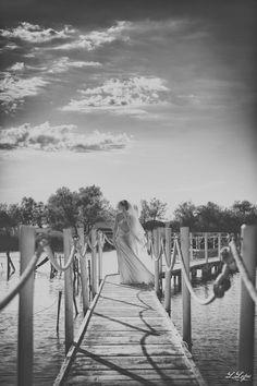 vrai-mariage-ombre-et-lumiere-la-mariee-aux-pieds-nus