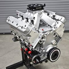 Check out the build story on this destroked screamer that built for 's road race in the February 2016 issue of Vette magazine. by stephenkimphoto Chevy Motors, V Engine, Crate Motors, Crate Engines, Performance Engines, Drag Racing, Hot Rods, Cool Cars, Engineering